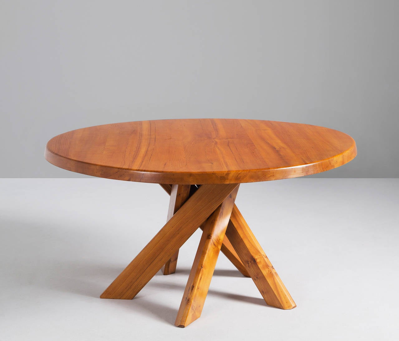 Well Made Round Pedestal Table With Five Crossed Legs By