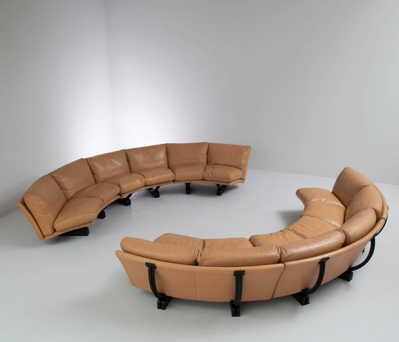 Extreme large curved sectional sofa by poltrona frau image 4 for Sectional furniture