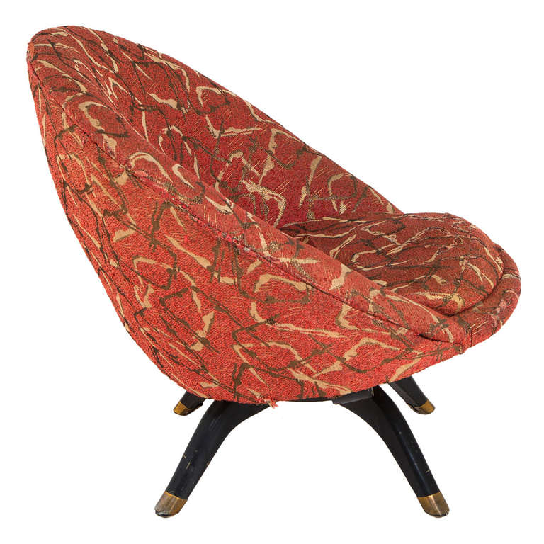 Round Shaped Italian Swivel Lounge Chair in Original Upholstery For Sale at 1