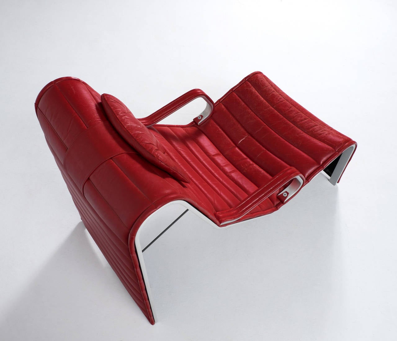 Very comfortable chaise longue in aluminum and red leather for Chaise longue en aluminium