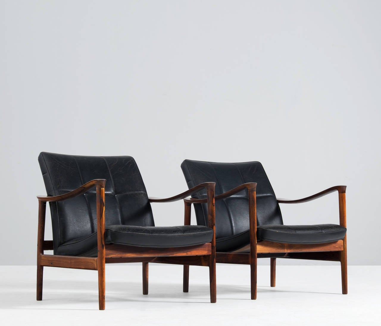 this pair of easy chairs in black leather is no longer available