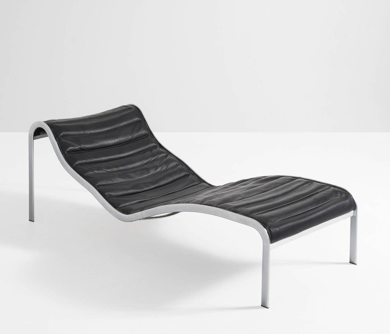 Olivier mourgue 39 whist chaise 39 chaise longue in black for Black leather chaise sale