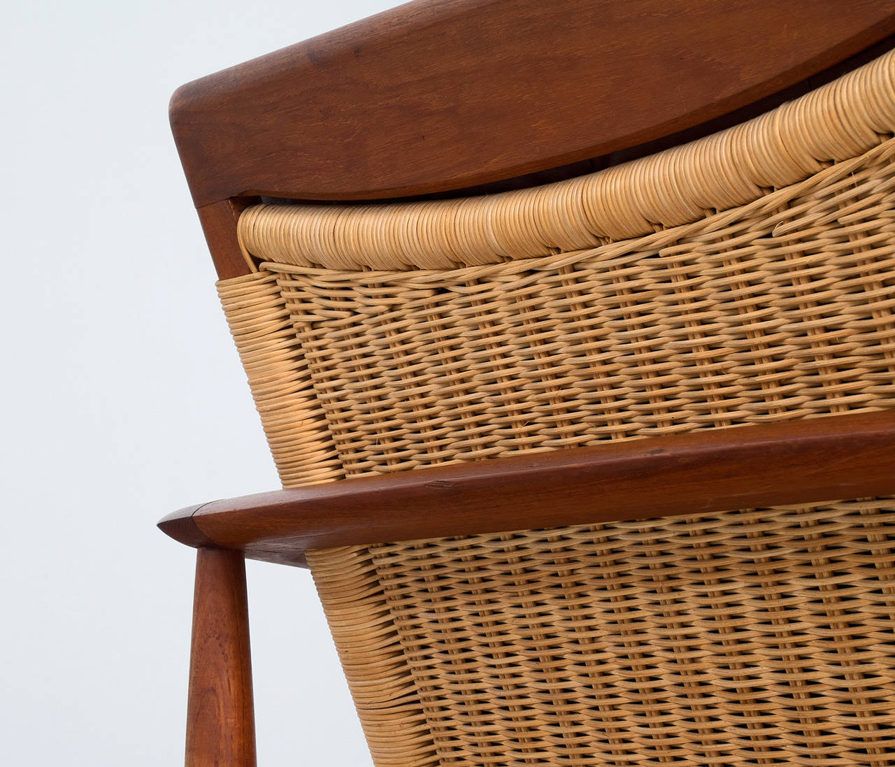 Danish lounge chairs in brown leather and teak for sale at for Arp arredamenti