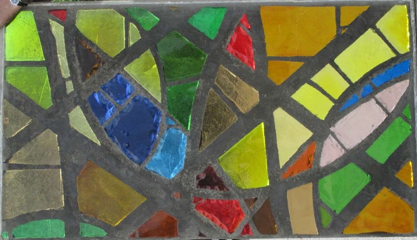 A serie of 6 coloured glass-in-cement windows In Good Condition For Sale In Baambrugge, NL