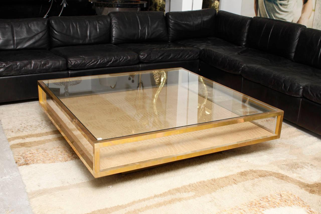 Brass Vitrine Coffee Table at 1stdibs -> Table Centrale Vitrine