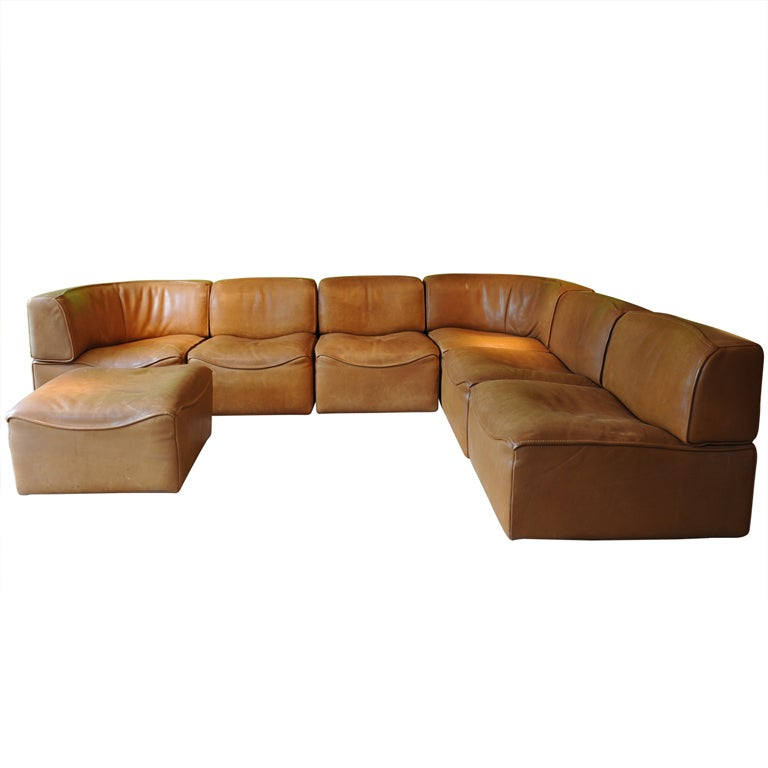 De sede sofa in natural leather with footstool at 1stdibs for Sofa natura 6650
