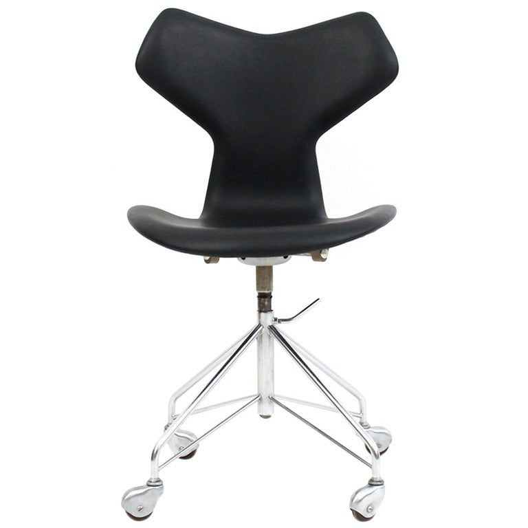 39 grand prix 39 office chair by arne jacobsen at 1stdibs. Black Bedroom Furniture Sets. Home Design Ideas