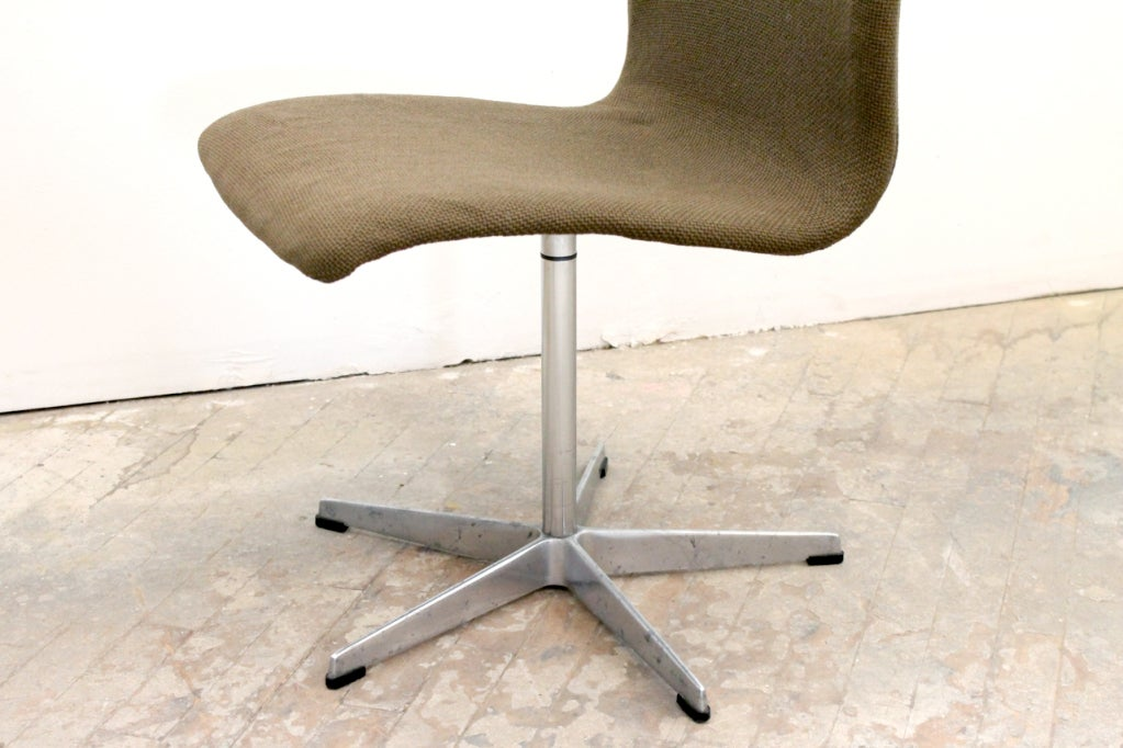 High Back Oxford Chair by Arne Jacobsen For Sale 3