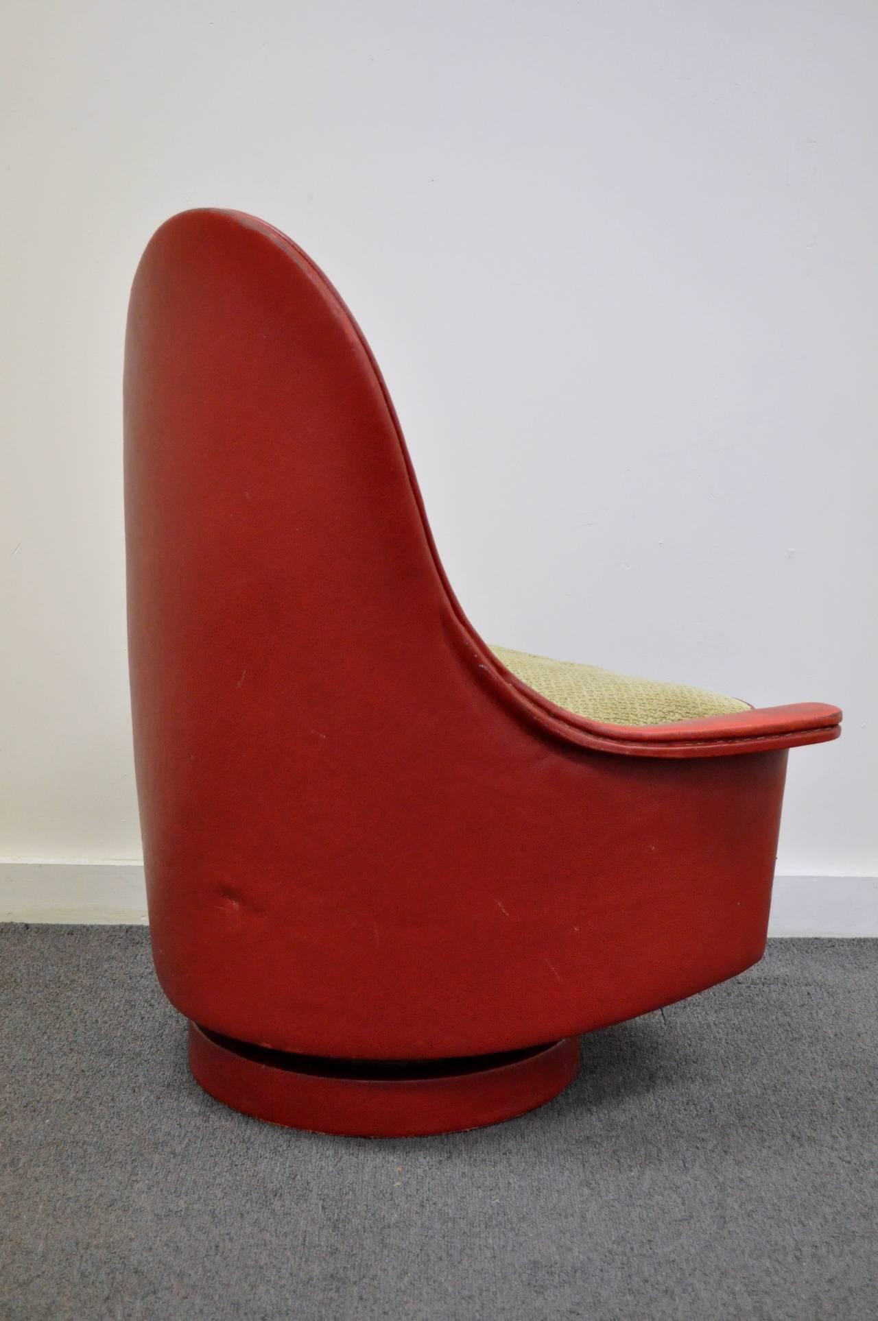 Mid-Century Modern Petite Sculptural Milo Baughman Tear Drop Swivel and Tilt Slipper or Club Chair For Sale