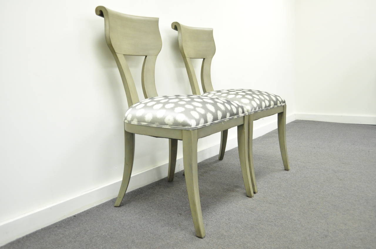 American Pair of Hollywood Regency Klismos Neoclassical Style Grey Painted Side Chairs For Sale
