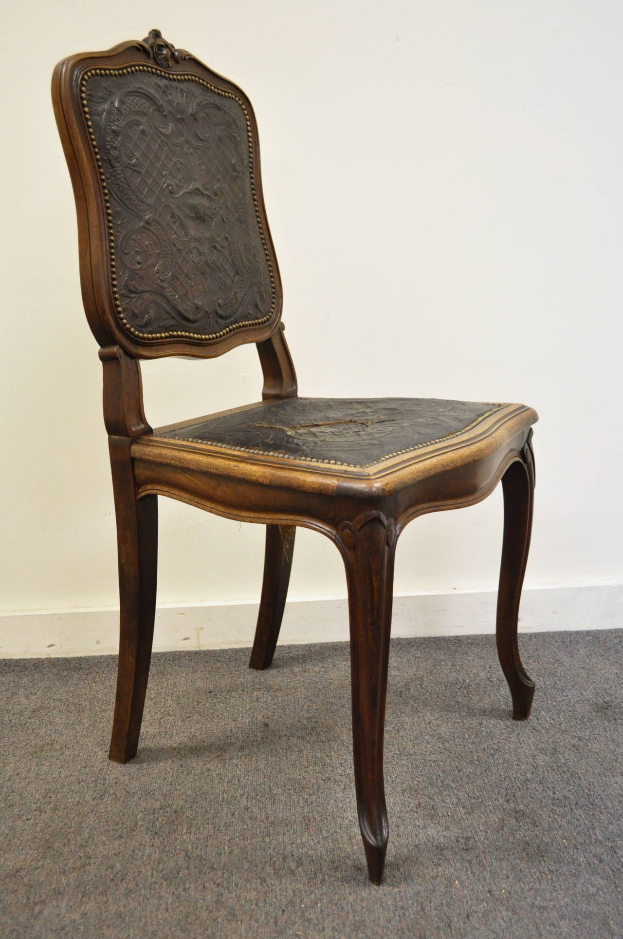 Carved French Louis XV Style Walnut Accent Chair With Embossed Leather Back  And Seat For Sale