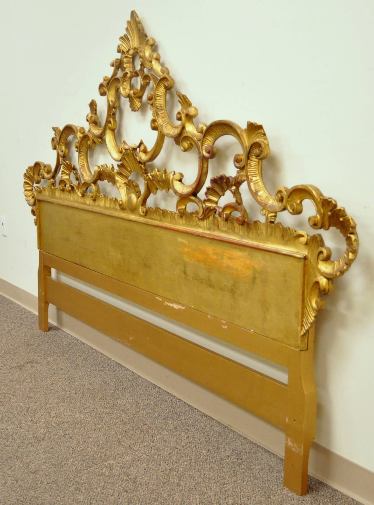 Carved hollywood regency french rococo style giltwood king for French rococo style