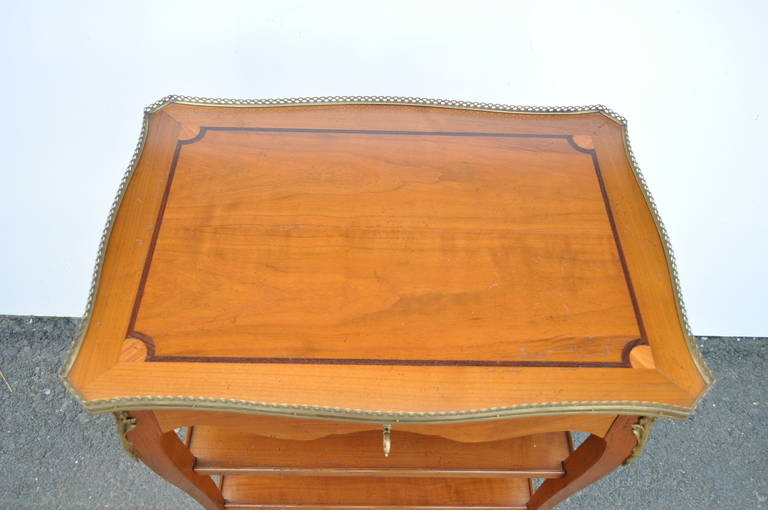 Quality French Louis XV Style One Drawer Lamp End Table with Bronze Ormolu In Good Condition For Sale In Philadelphia, PA