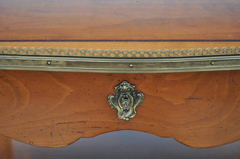 Quality French Louis XV Style One Drawer Lamp End Table with Bronze Ormolu For Sale 1