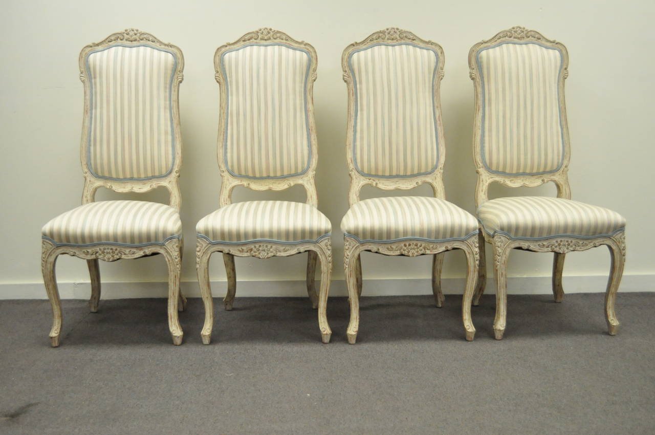 Great Set Of 4 Vintage Carved And Cream Distress Painted Dining Chairs In  The Swedish Rococo