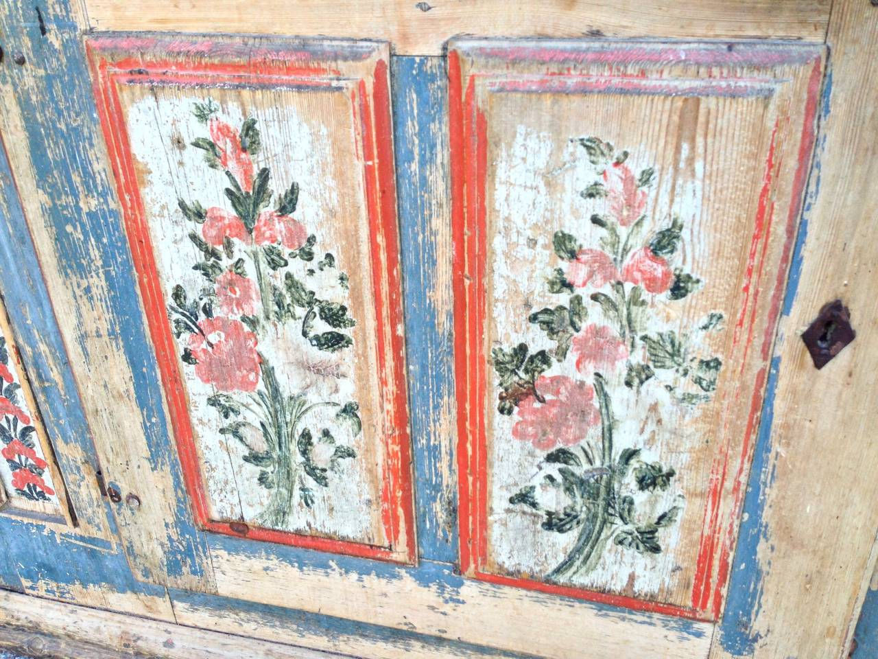 1850 Swedish Painted Cupboard In Good Condition For Sale In Nashville, TN