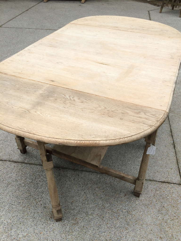 19th Century French Bleached Oak Drop Leaf Gate-Leg Dining Table For Sale 2
