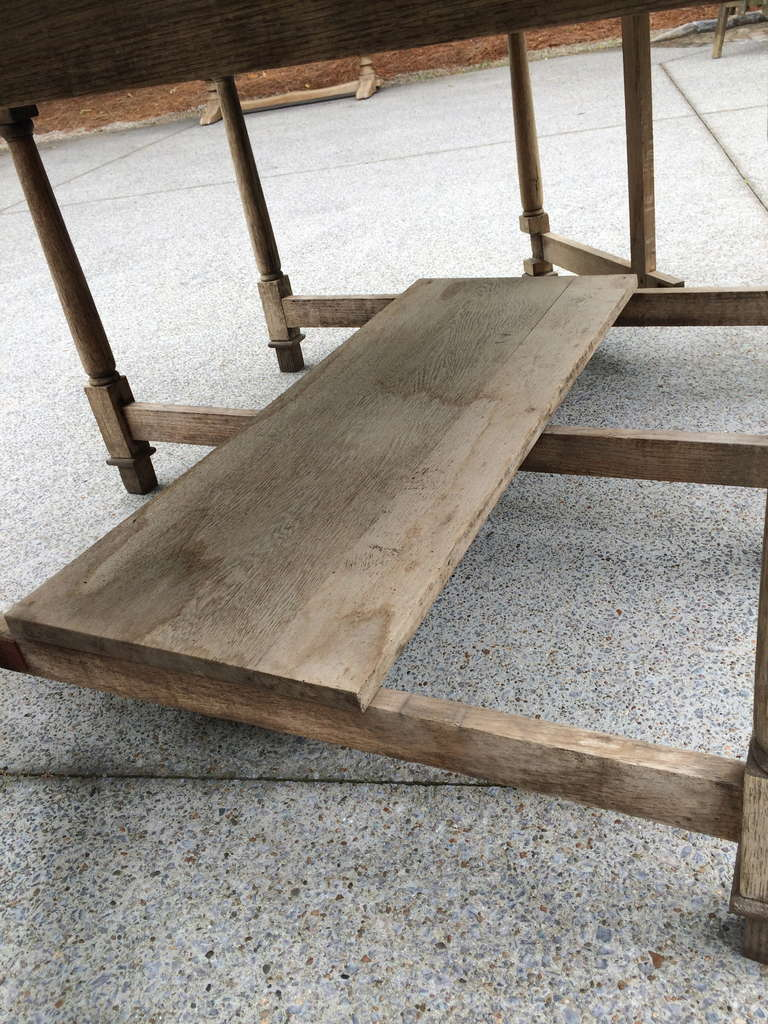 19th Century French Bleached Oak Drop Leaf Gate-Leg Dining Table In Good Condition For Sale In Nashville, TN