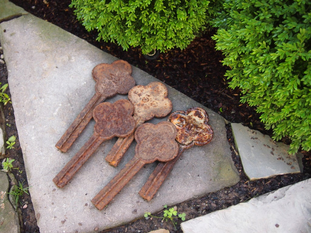 19th century English iron garden markers For Sale 1