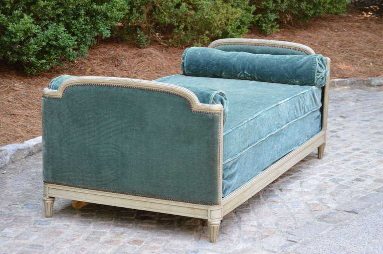 French 1939 Bon Marche Mohair Vevet Daybed with Original Tags For Sale