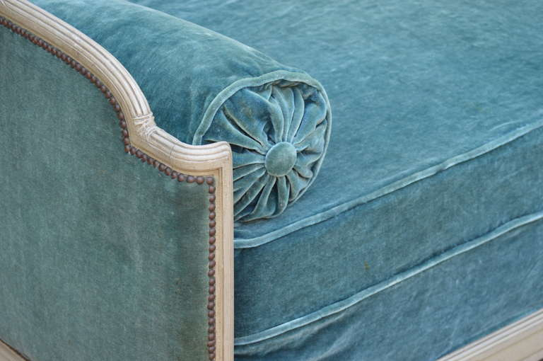 1939 Bon Marche Mohair Vevet Daybed with Original Tags In Excellent Condition For Sale In Nashville, TN