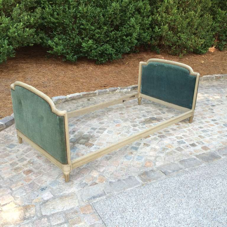 1939 Bon Marche Mohair Vevet Daybed with Original Tags For Sale 2