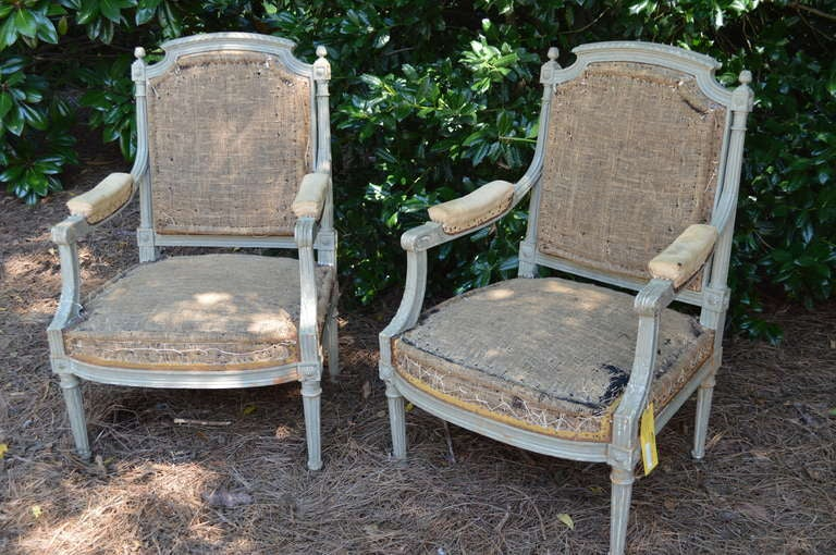 Pair of French Gray Painted Louis XVI Fauteuil Chairs In Good Condition For Sale In Nashville, TN