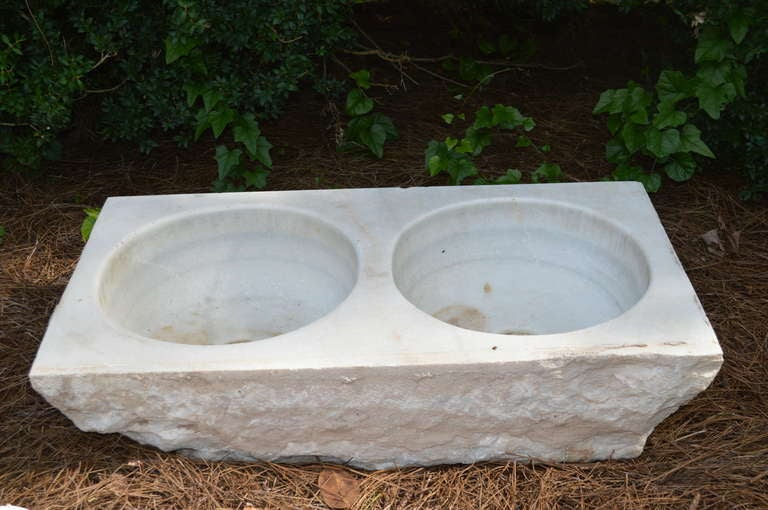 19th c French Carved Marble Sink In Good Condition For Sale In Nashville, TN