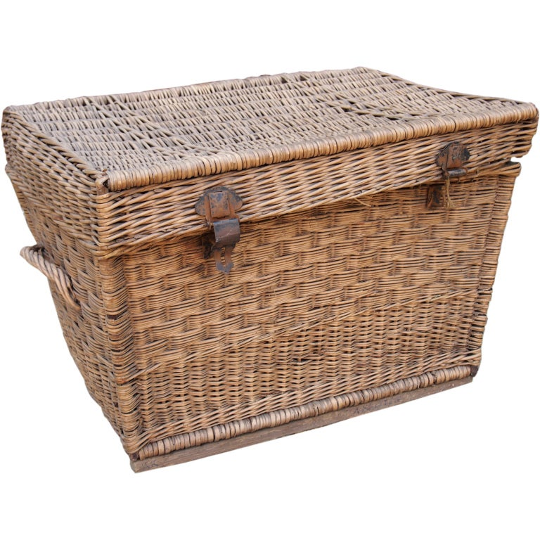 Xxx 9348 1337691108 1 Coffee table with wicker baskets