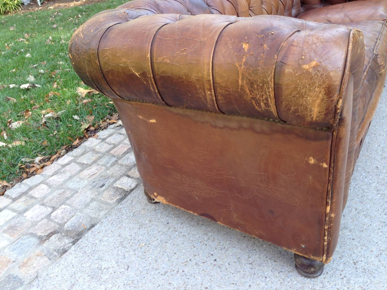1930s French Leather Chesterfield Sofa For Sale 3