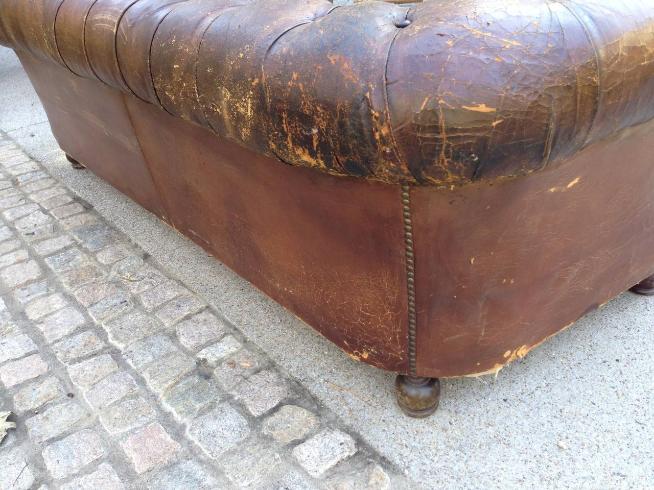 1930s French Leather Chesterfield Sofa For Sale 2