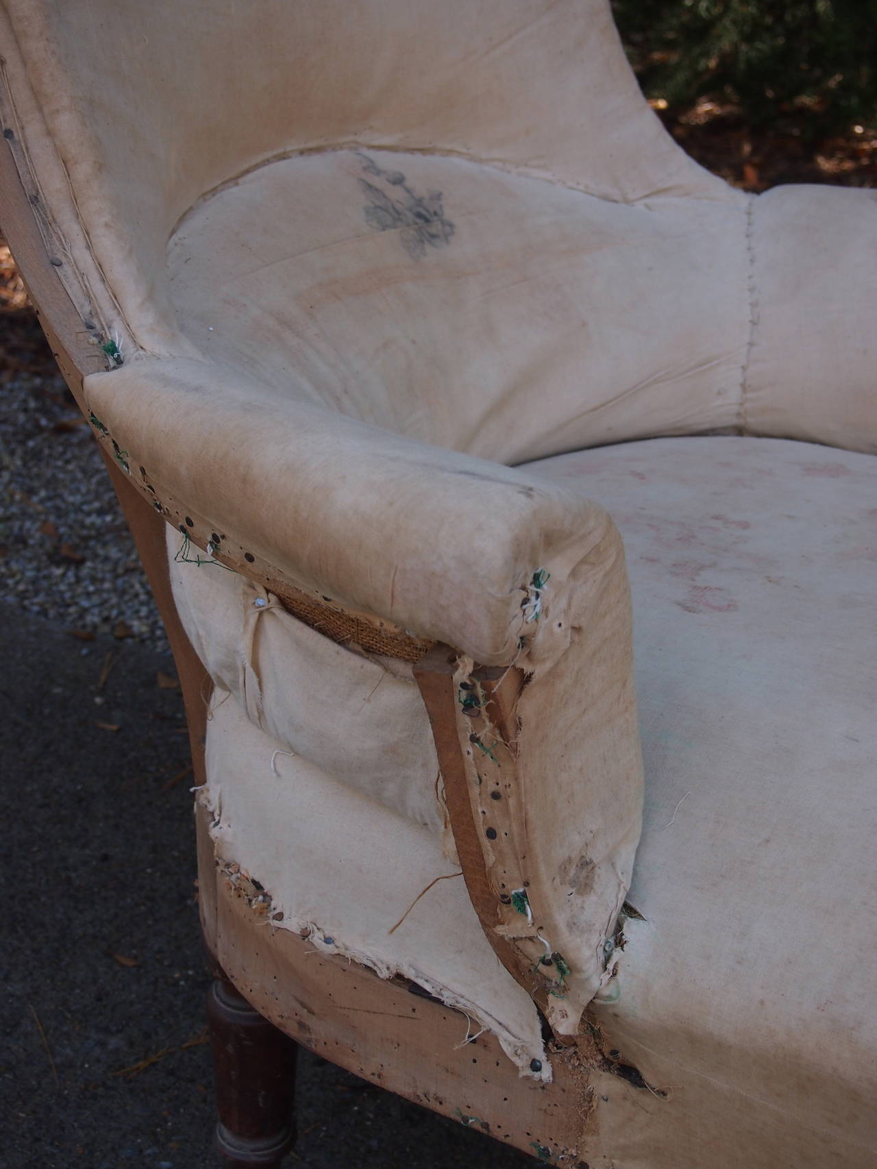 19th C French Shield Back Chaise Lounge In Good Condition For Sale In Nashville, TN