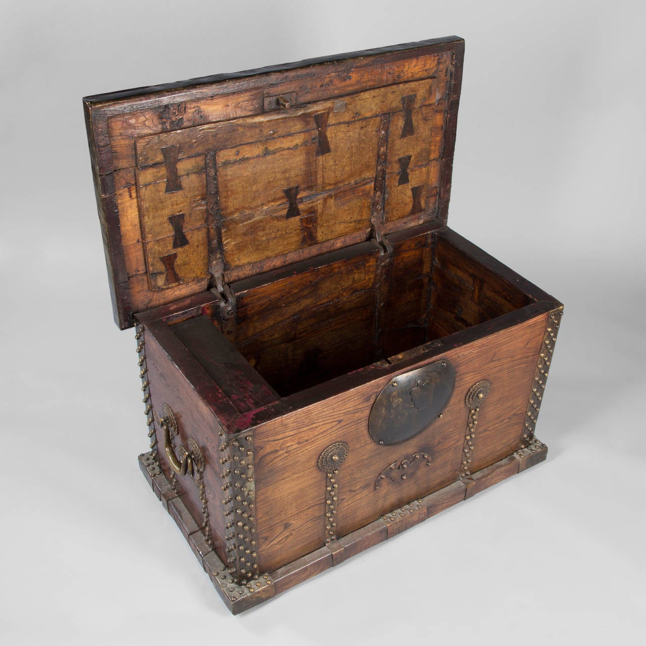 Wooden trunk india 20th century at 1stdibs - Coffre en bois a vendre ...