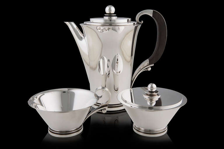 Georg Jensen sterling silver Pyramid Coffee service, design #600 by Harald Nielsen in 1930. Coffee pot 600B with ebony handle 8½