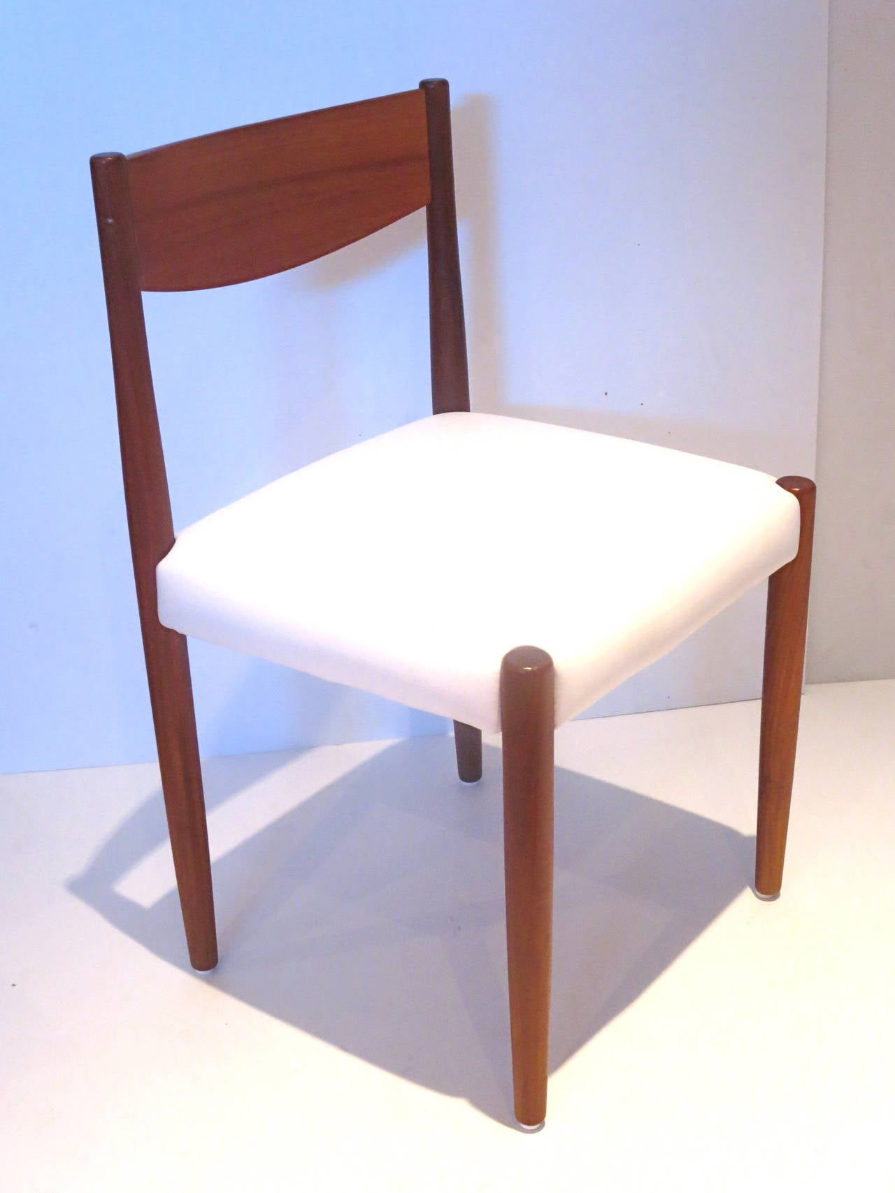 Nice set of 4 Dining chairs design by Poul Volther for Frem Rojle