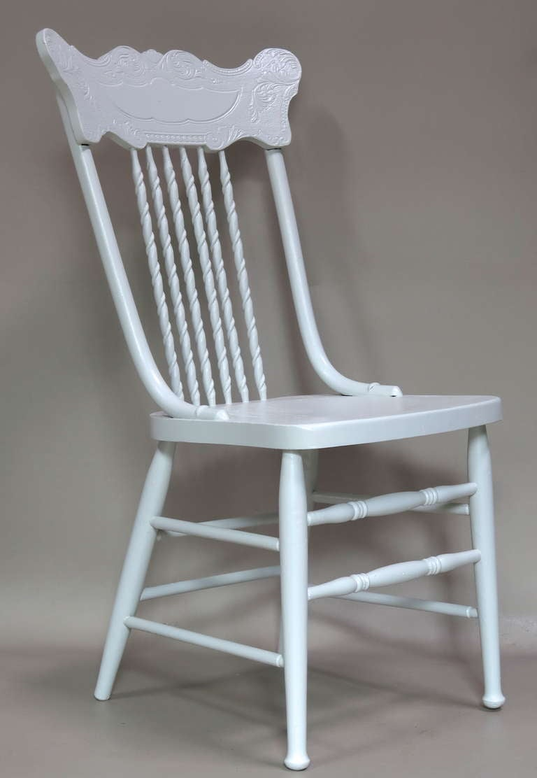 Fresh and fun set of 6 didning chairs with engraved backs with