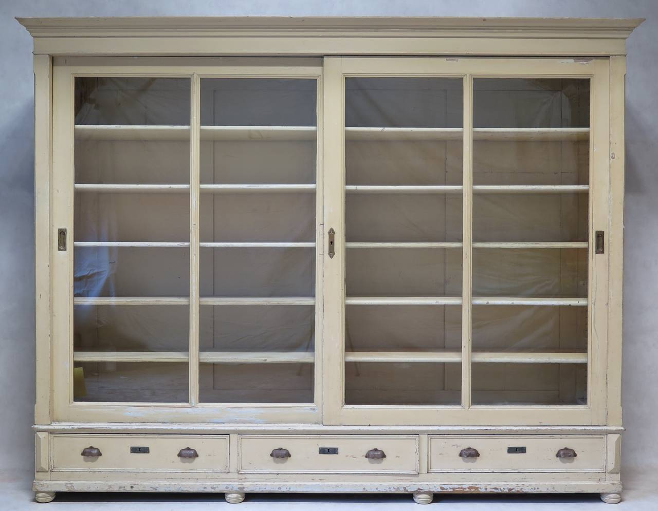 Elegant Bookcase with Sliding Glass Doors, France, Early 20th Century 2 - Elegant Bookcase With Sliding Glass Doors, France, Early 20th