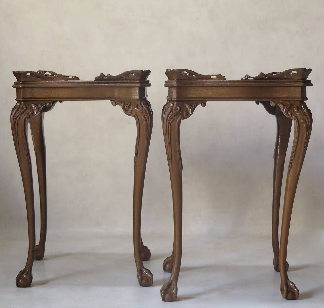 Superieur Elegant Pair Of Side Or Bedside Tables Raised On Slender Cabriole Legs,  Ending In Ball