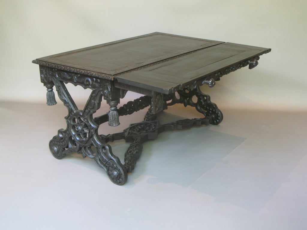 Intricately Carved 19th C. Ebonized Desk Table In Good Condition For Sale In Isle Sur La Sorgue, FR