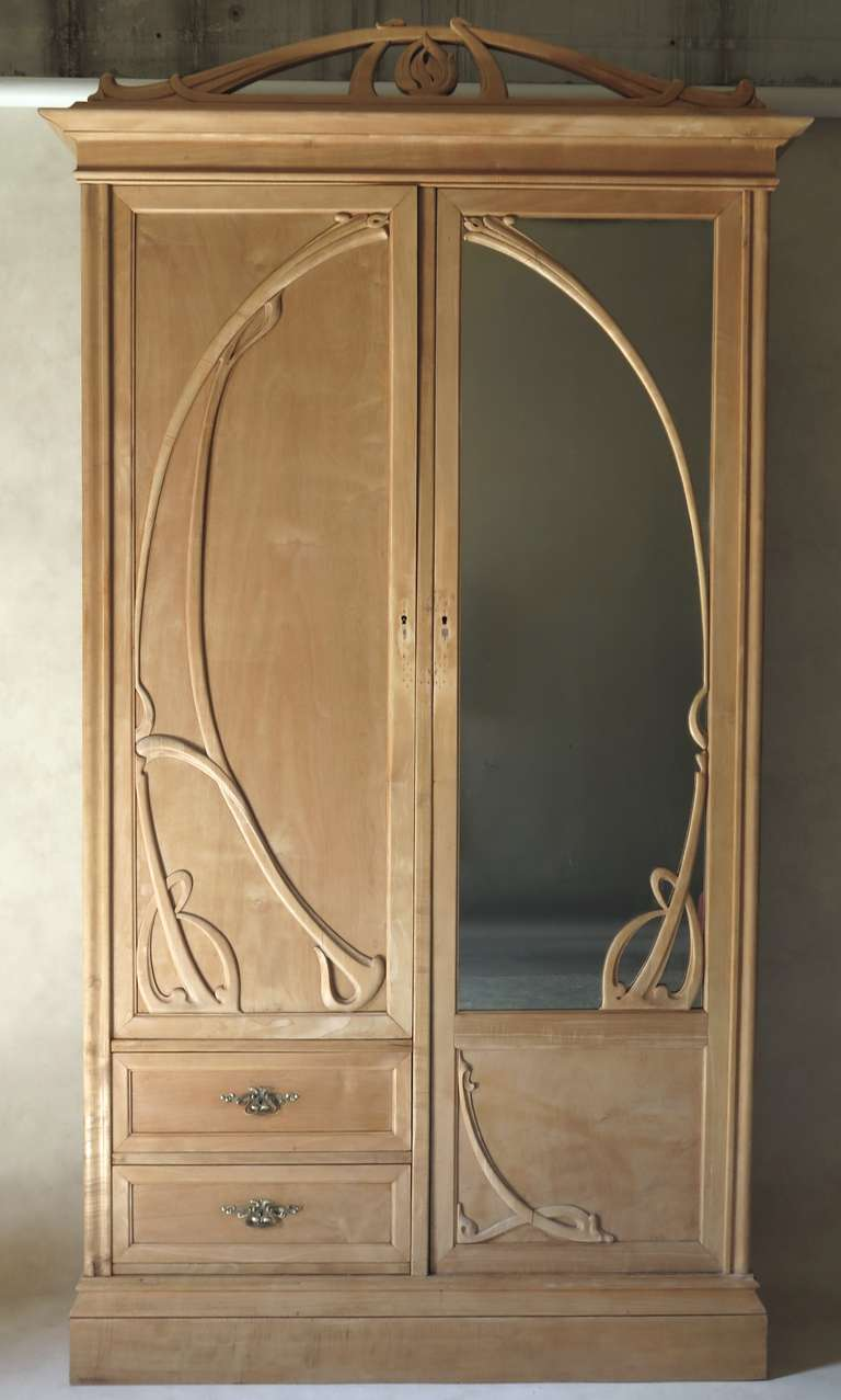 art nouveau armoire france early 20th century at 1stdibs. Black Bedroom Furniture Sets. Home Design Ideas
