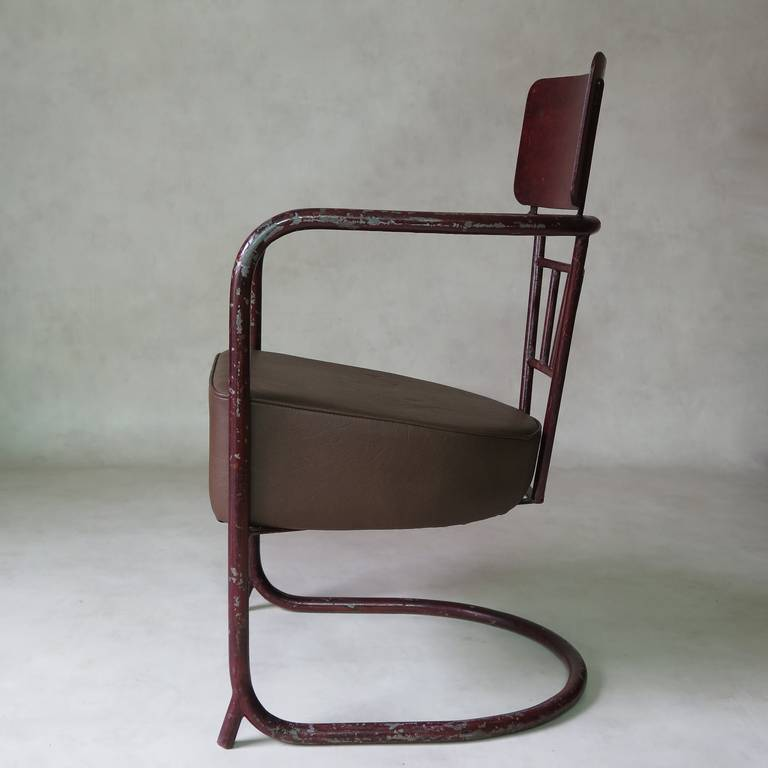 Unusual Bauhaus Tubular Metal Chair, France, 1930s In Excellent Condition For Sale In Isle Sur La Sorgue, Vaucluse