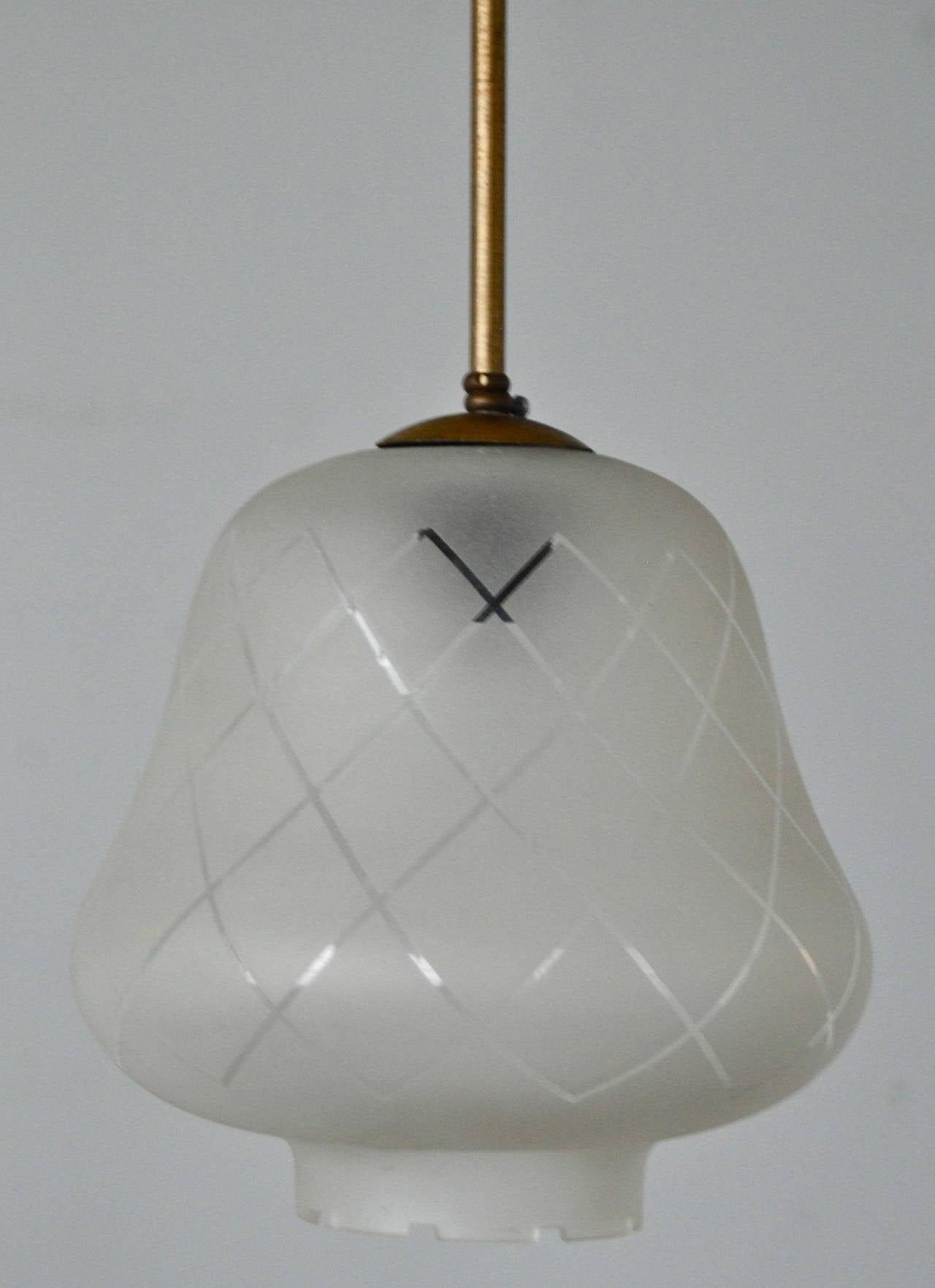 Vintage pendant, attributed to Orrefors, Sweden, circa 1930s-1940s. Body in brass, shade of frosted glass with etched decoration. Dimensions: Height 9