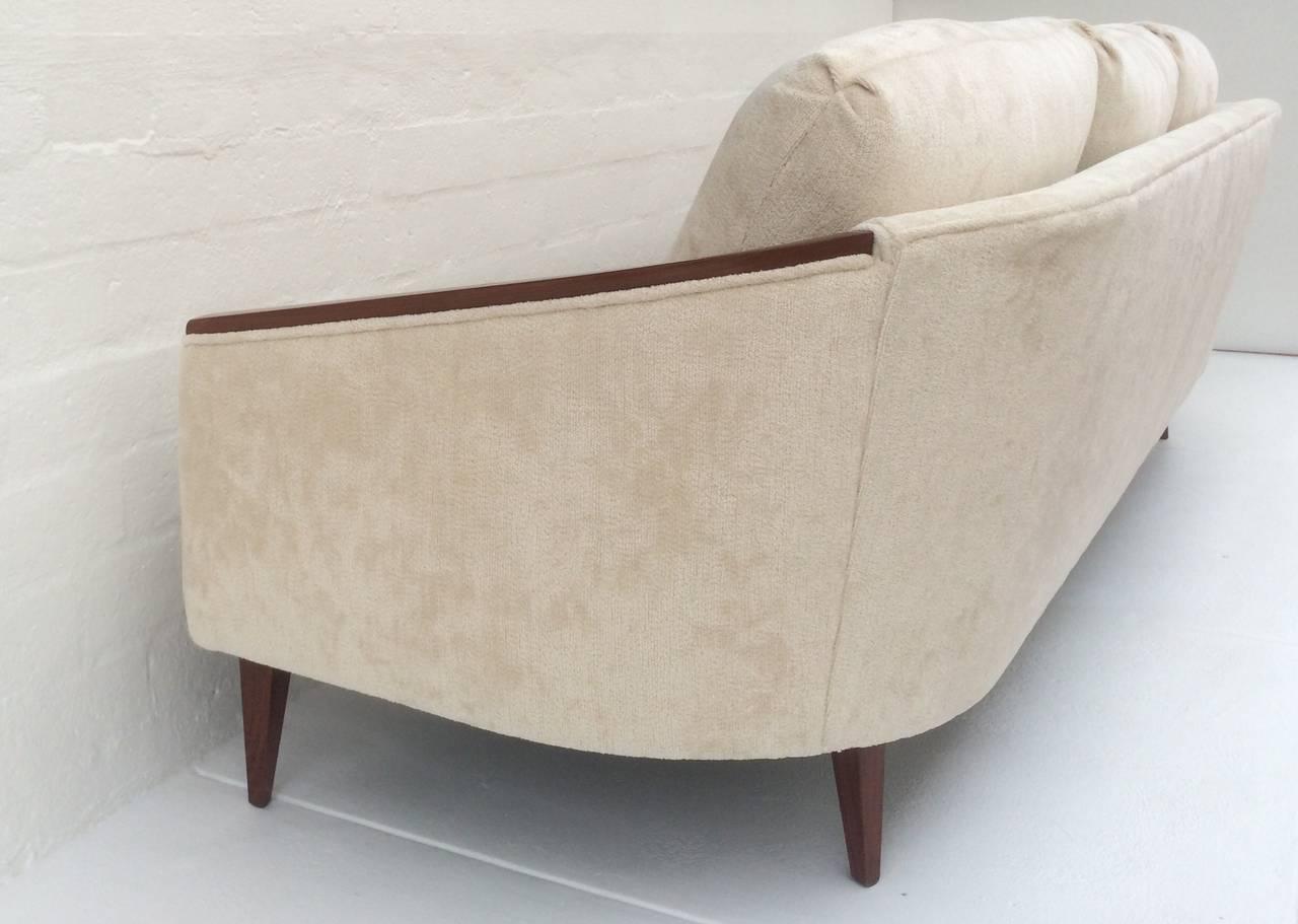 Elegant 1950s Sofa For Sale at 1stdibs
