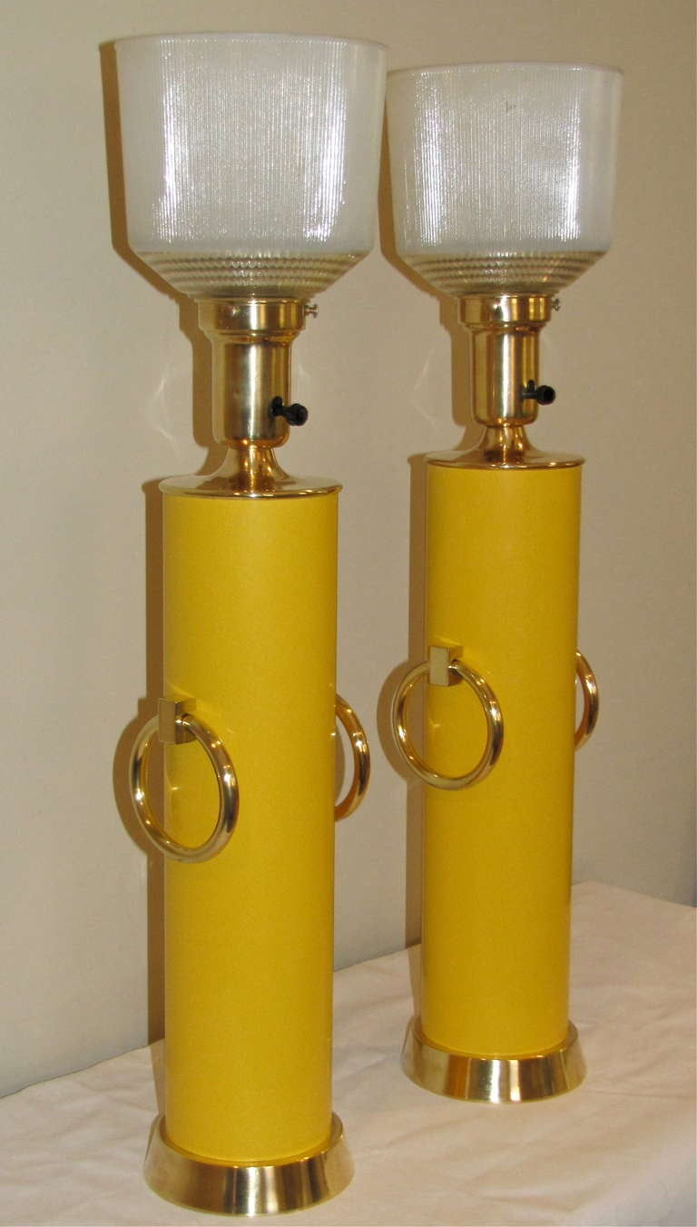 Pair Lightolier Tommi Parzinger Marigold Yellow Brass Ring Table Lamps. In Excellent Condition For Sale In Palm Springs, CA