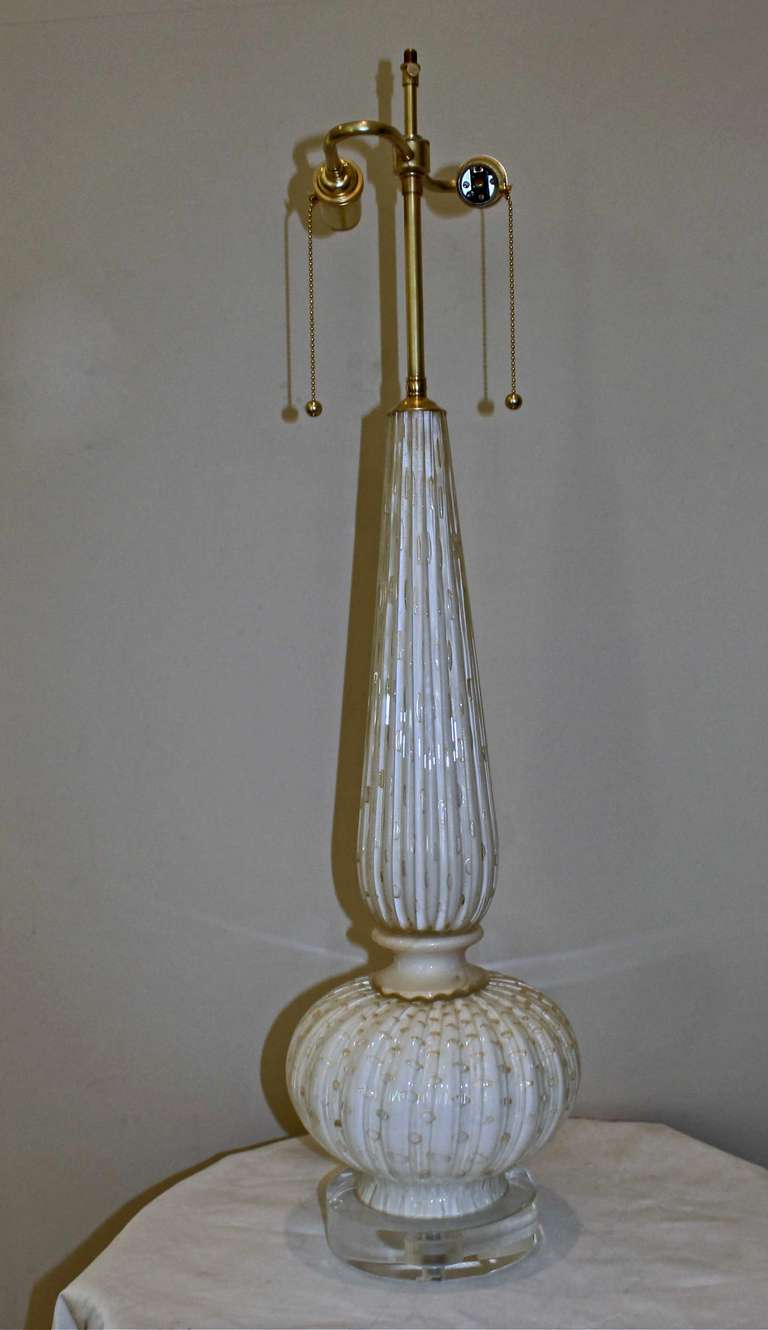 this tall murano white gold controlled bubbles table lamp is no longer. Black Bedroom Furniture Sets. Home Design Ideas
