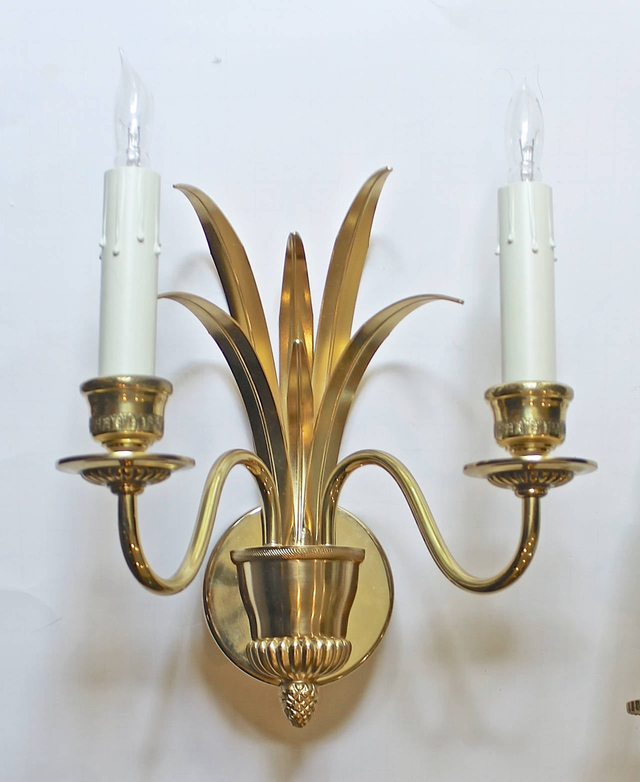 Pair of Wheat Motif Two-Arm Brass Wall Sconces In Excellent Condition For Sale In Dallas, TX