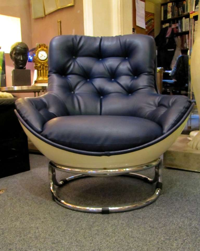 a pair of karat airborne armchairs at 1stdibs. Black Bedroom Furniture Sets. Home Design Ideas