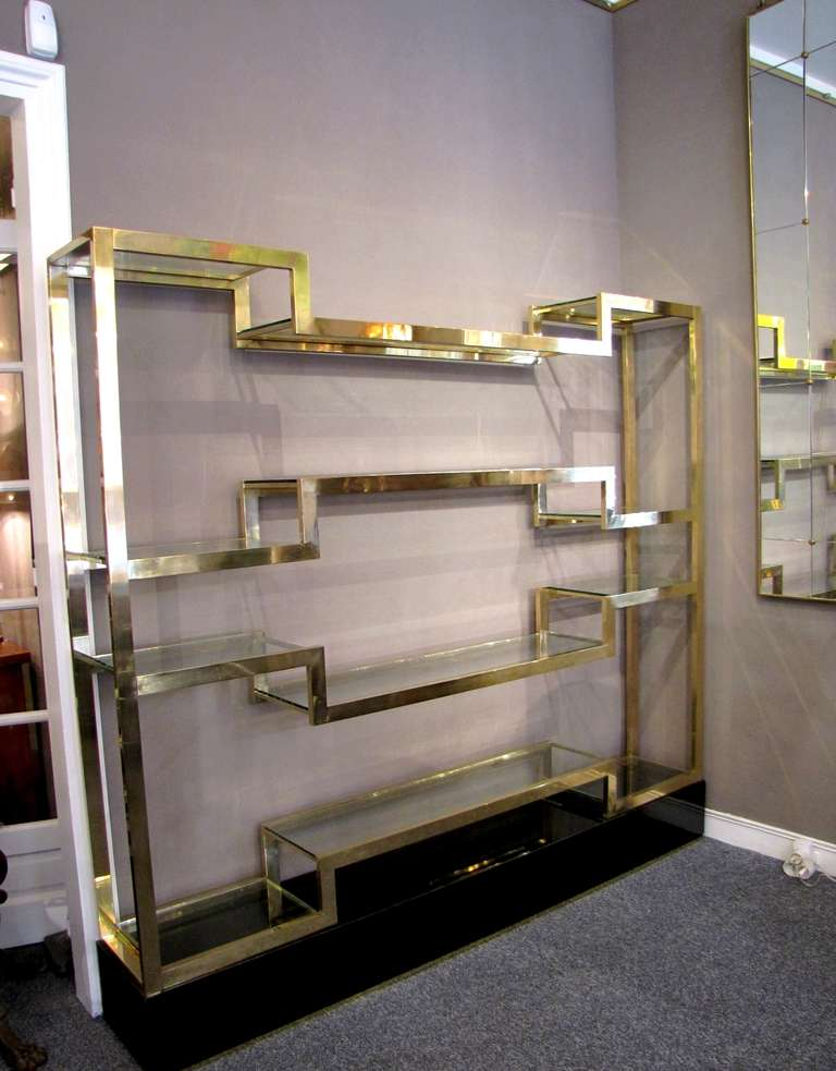 Important Italian 1970's polished brass shelves or bookcase, with glass levels 5