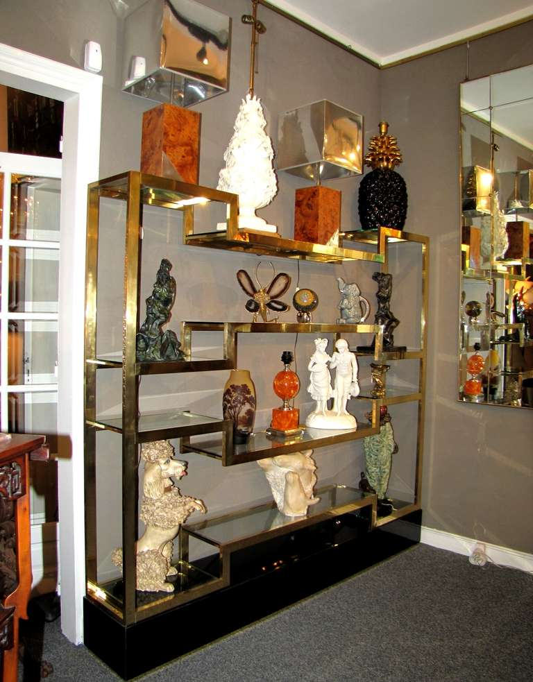 Important Italian 1970's polished brass shelves or bookcase, with glass levels 6