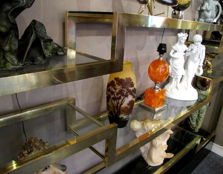 Important Italian 1970's polished brass shelves or bookcase, with glass levels 7
